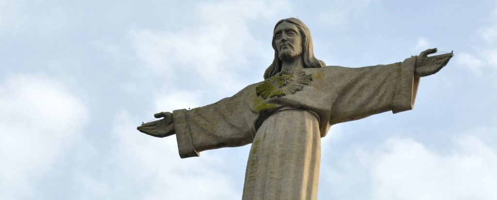 Quando o Mundo pára, a Igreja abraça