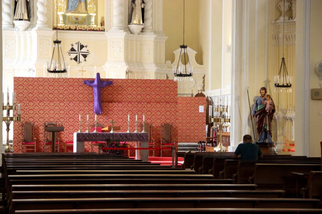 Todos à igreja de São Domingos!