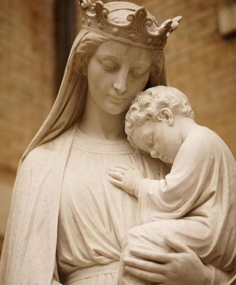 https://www.oclarim.com.mo/en/files/2018/12/E09a-photo-Nossa-Senhora-e-o-menino-Jesus-846x1024.jpg