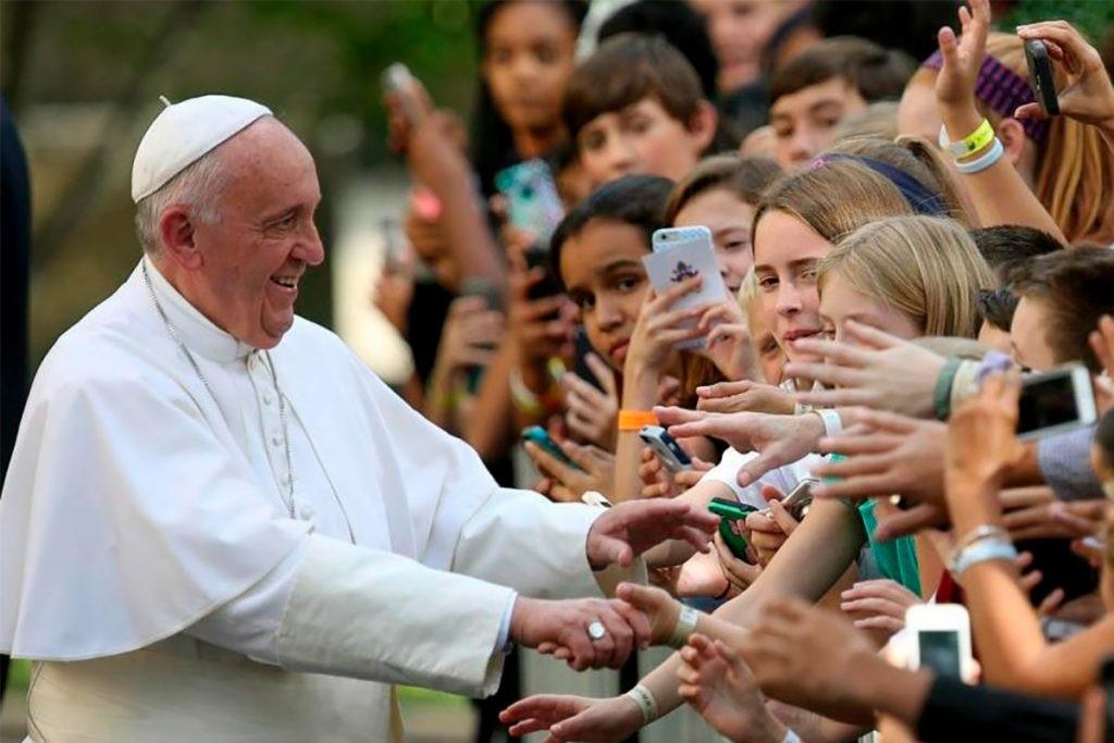Papa pede nova pastoral juvenil