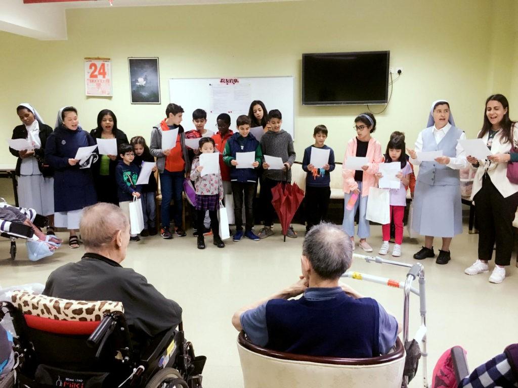 Visita a lar de idosos encheu os corações