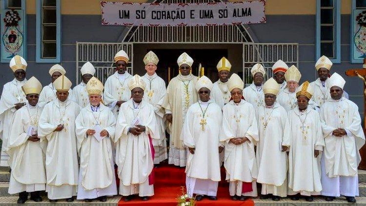 Papa recebeu bispos de Angola e São Tomé