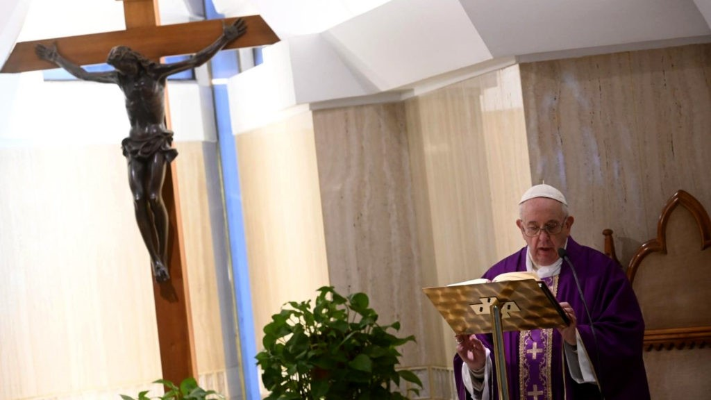 Papa reza pelos idosos que vivem sós e com medo