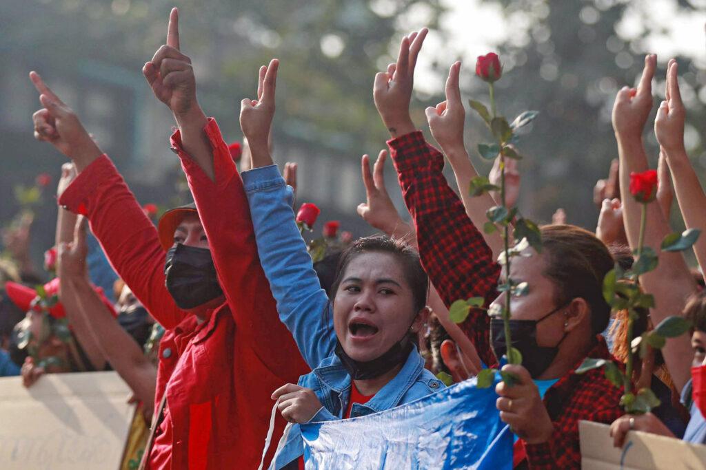 Papa apela à estabilidade e «convivência democrática» em Myanmar