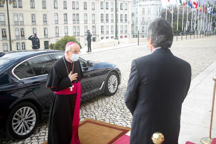 NÚNCIO APOSTÓLICO DA SANTA SÉ EM PORTUGAL REPRESENTOU TODO O CORPO DIPLOMÁTICO NO 25 DE ABRIL