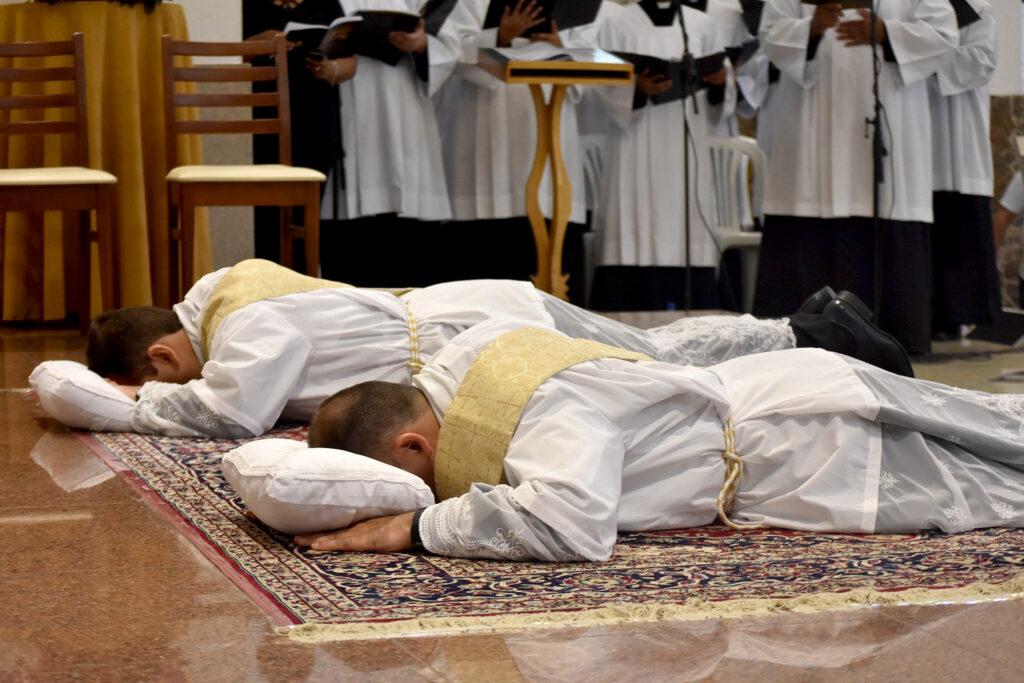 Vaticano promove simpósio sobre o sacerdócio