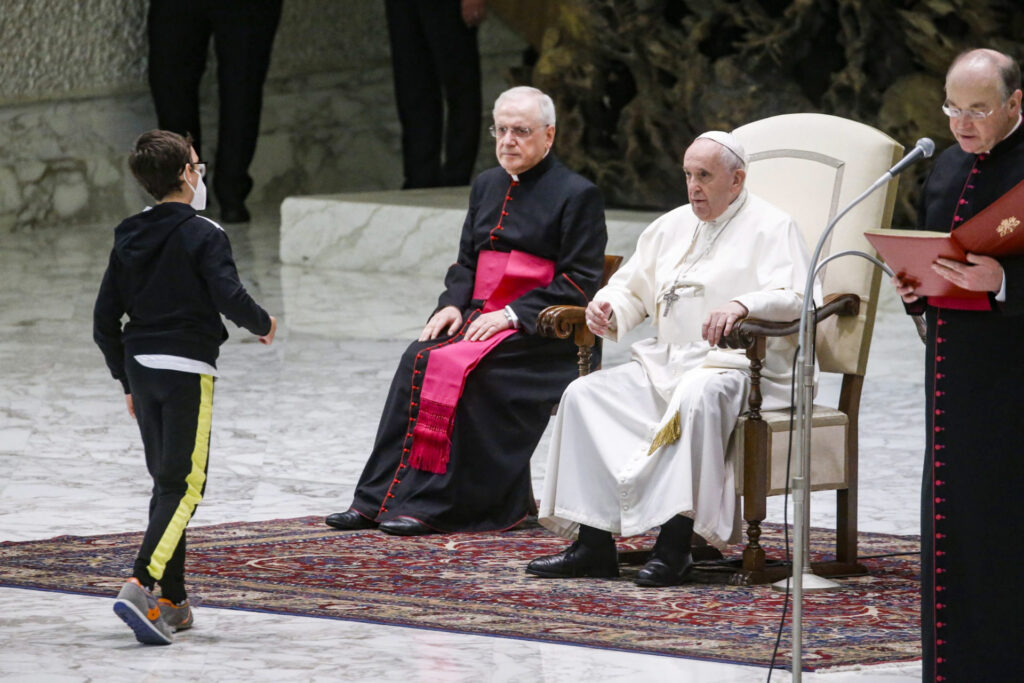 Papa defende recuperação do sentido comunitário